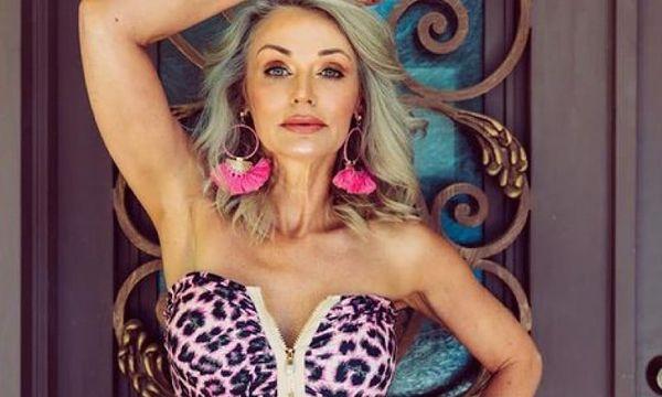 La 57 de ani, face senzație! Kathy Jacobs încurajează femeile să își urmeze visul, indiferent de vârstă