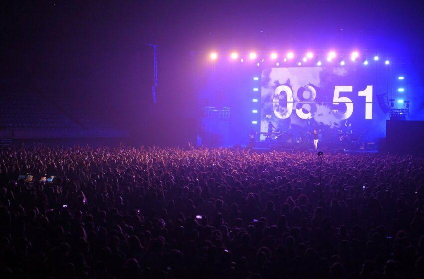 Mii de oameni au participat la un CONCERT ROCK în Barcelona, în plină PANDEMIE
