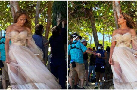 Jennifer Lopez, apariție răvăşitoare pe platourile de filmare ale noului ei film. Vedeta a îmbrăcat rochia de mireasă