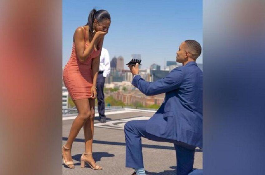 INCREDIBIL! Un bărbat și-a cerut iubita în căsătorie cu cinci inele