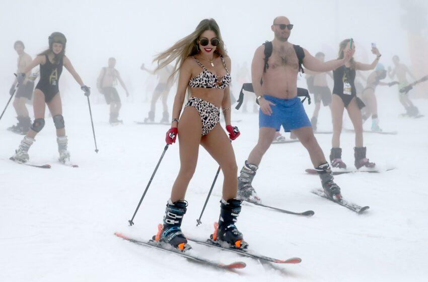 (foto) Distracție rusească. Festival de schi în bikini la Soci