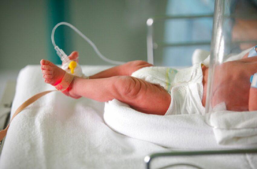 O femeie bolnavă de Covid-19, intubată de o lună, a dat naștere unui copil