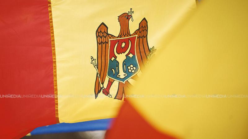 """Onor la Tricolor, de 31 de ani. Oficialii îndeamnă cetățenii """"să fie mândri de simbolurile statului oriunde s-ar afla"""""""