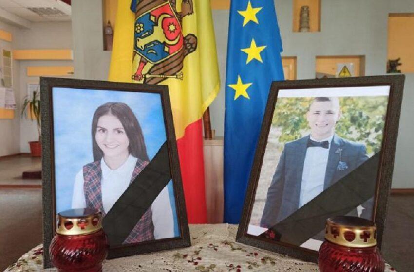 """Tinerii care au decedat în accidentul de la Nisporeni, conduși, separat, pe ultimul drum: """"Astăzi ești pentru ultima dată în preajma celor dragi. Chiar și cerul vă deplânge"""""""