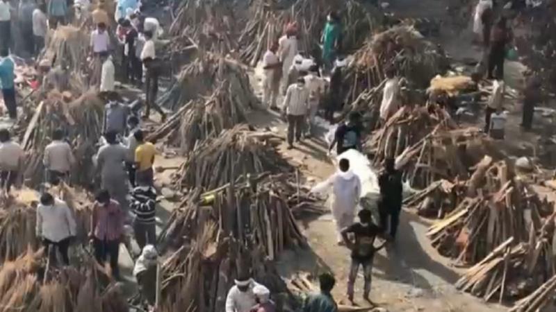 (video) Imagini sfâșietoare în India. Unele spitale refuză pacienții fără butelii de oxigen aduse de acasă