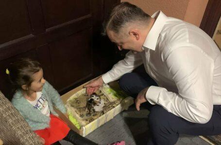 """(VIDEO) Fiica de 5 anişori a lui Ion Chicu: De ce """"toate tăticele"""" vin după fetiţe la grădiniţă, dar al meu nu?"""