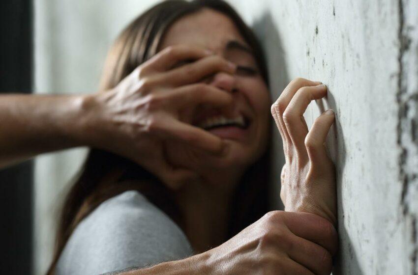 Tânără de 22 de ani, violată de doi bărbaţi într-o ambulanţă, după ce a fost ademenită de un paramedic, în India