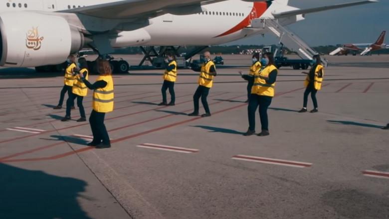 (video) Angajaţii aeroportului Milano Malpensa au dansat de bucurie că s-au întors la muncă