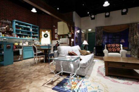 """Fanii serialului """"Friends"""" pot închiria apartamentul în care locuiau Monica și Rachel. Cât costă o noapte de cazare"""