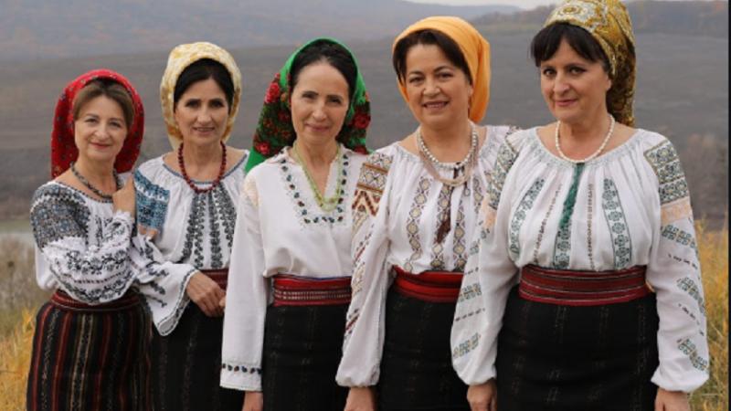"""Surorile Osoianu, decorate cu Titlul Onorific """"Artist al Poporului"""""""