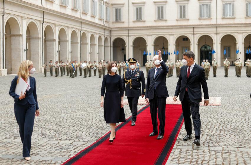 (video) Maia Sandu întâmpinată de militarii italieni sub imnul Republicii Moldova