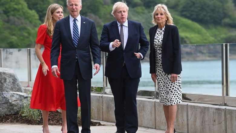 Mesajul transmis lumii de cuplul Biden, la sosirea în Europa. Ce scria pe sacoul purtat de Prima Doamnă