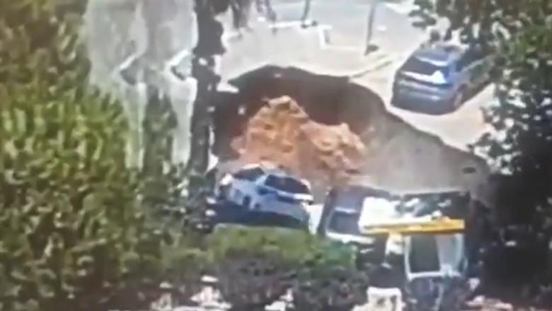 """(video)  O groapă gigantică a apărut din senin în parcarea unui spital și a """"înghițit"""" mai multe mașini"""