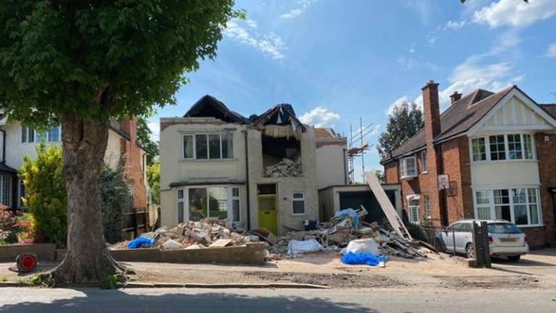 Pentru că nu a plătit o factură restantă la constructor, un bărbat și-a găsit casa demolată când s-a întors din concediu