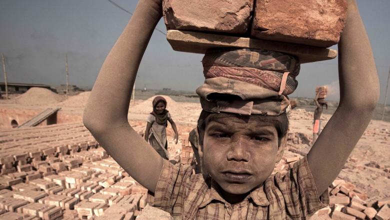 """""""Ziua Copilului? Nu sărbătorim, suntem la muncă"""": Copiii pentru care 1 Iunie nu înseamnă urări și bucurie"""