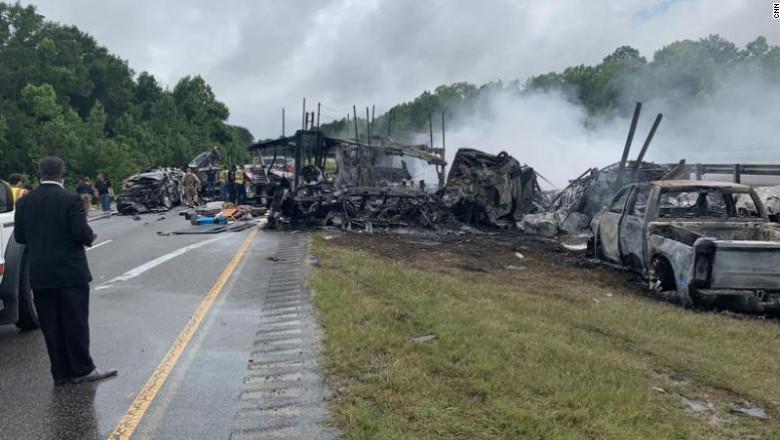 Zece morți, între care 9 copii, într-un groaznic accident în lanț petrecut în Alabama din cauza vremii