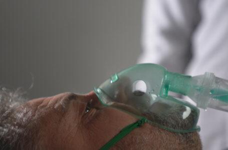 Povestea bărbatului care a fost bolnav de Covid timp de 10 luni. A fost testat pozitiv de 42 de ori și internat de 7