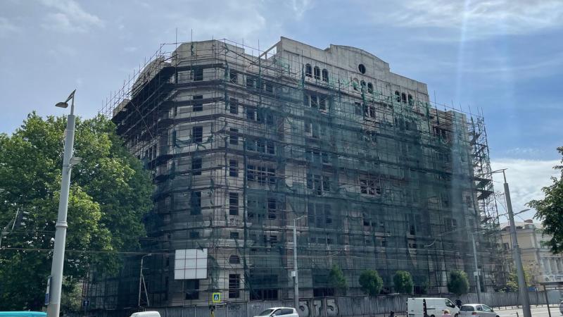 Două clădiri din Chișinău, scoase la vânzare cu 10 milioane de euro fiecare: Una a aparținut miliardarului Anatolie Stati