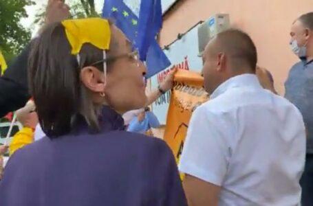 (stop cadru) Corina Fusu, cu masca de protecție pe cap