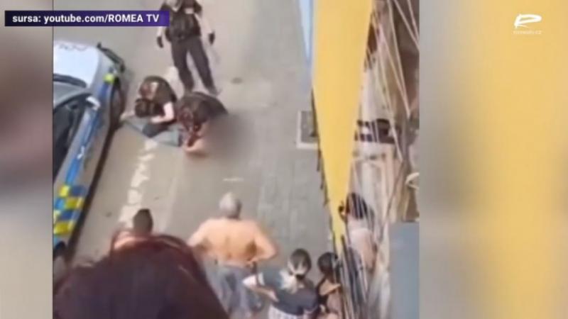 (video) Un polițist a stat cu genunchiul pe gâtul unui bărbat de etnie romă pe care îl aresta. Suspectul a murit în ambulanță