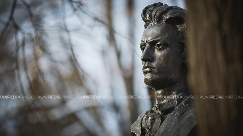 132 ani de la trecerea în neființă a marelui poet Mihai Eminescu: Cum a fost comemorat scriitorul, la Chișinău