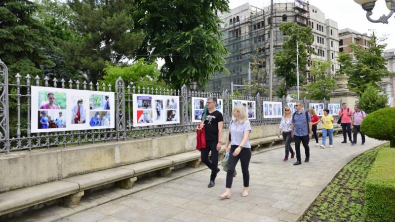 """În centrul capitalei a fost lansată o expoziție dedicată lucrătorilor medicali: """"În semn de recunoștință și apreciere"""""""