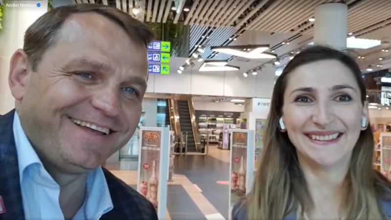 (video) O candidata pentru diasporă a fost surprină cântând la pian, pe Aeroportul Chișinău: Învăț singură, de două luni