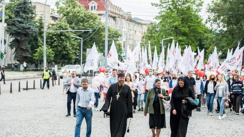 (video) Sute de persoane au participat, astăzi, la Marșul Familiei din Capitală