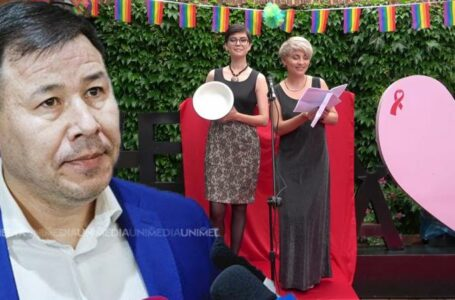 """Bogdan Țîrdea a primit """"Strachina de Jmalț"""" de la comunitatea LGBT. Parlamentarul: În fiecare an mi-o oferiți și de fiecare dată fără bani"""