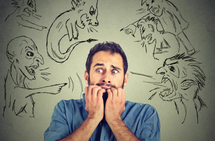 Fricile de zi cu zi ale bărbaților. 10 lucruri care îi fac să se simtă nesiguri