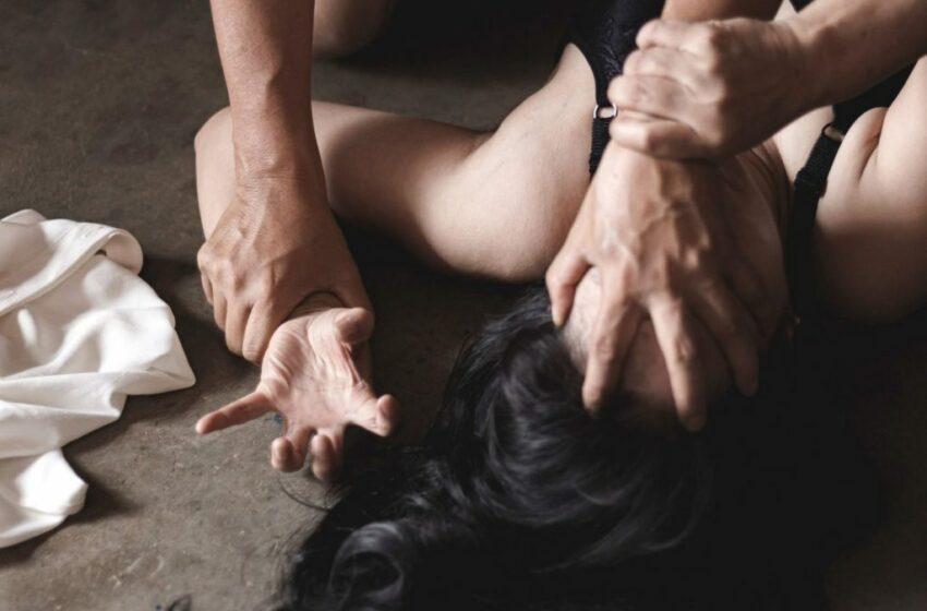 O femeie i-a tăiat penisul șefului care a încercat să o violeze
