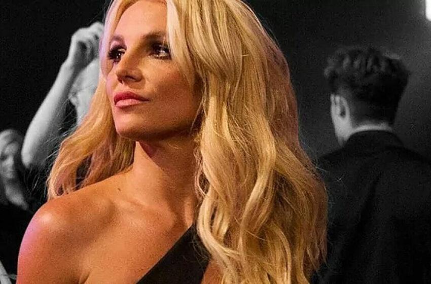 (VIDEO) Britney Spears și-a șocat fanii cu imagini fără sutien