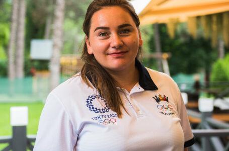 """Atleta Dimitriana Bezede, proaspătă mămică, a plecat la Tokyo și e gata de marea competiție """"Îmi doresc să ajung în primii 12 și să mă calific în finală""""."""