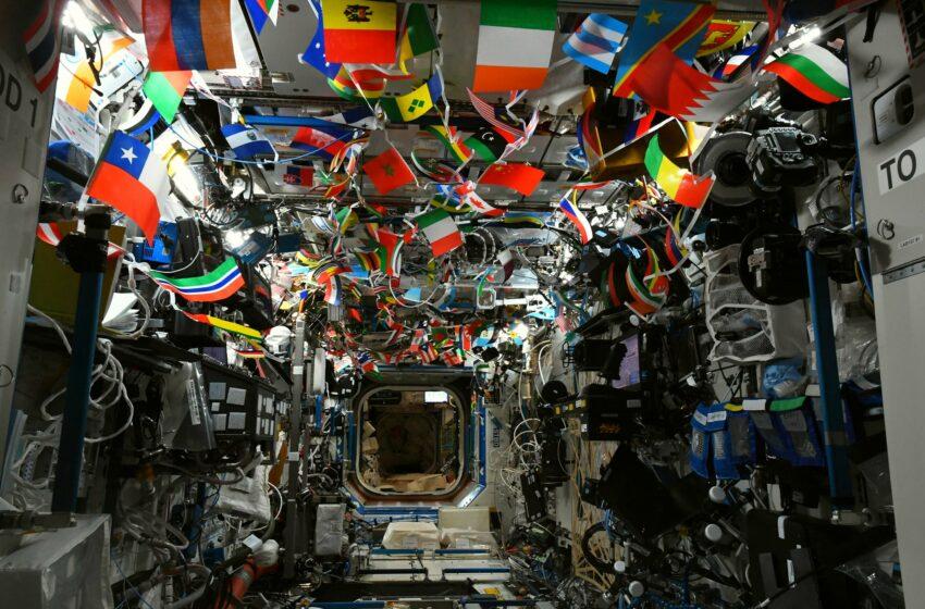(foto) Drapelele mai multor țări, printre care și Moldova, au ajuns în cosmos: Cum a fost decorată Stația Spațială Internațională