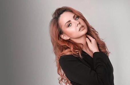 Nu sunt cu tații lor: Cine are grijă de fiicele interpretei Maksim, în timp ce aceasta se află în comă