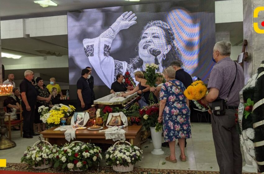 """Adio, Lidia Bejenaru! Solista Orchestrei Naționale """"Lăutarii"""" a fost condusă pe ultimul drum"""