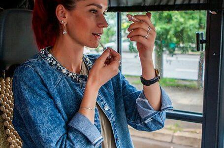 (FOTO) Oxana Para, şoferiţa de troleibuz din Chişinău, doboară stereotipuri