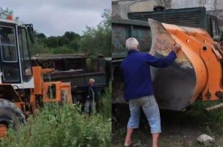 """""""A scăpat ca prin urechile acului"""": Un bărbat ce dezmembra un autocamion vechi, cât pe ce să fie strivit de acesta"""