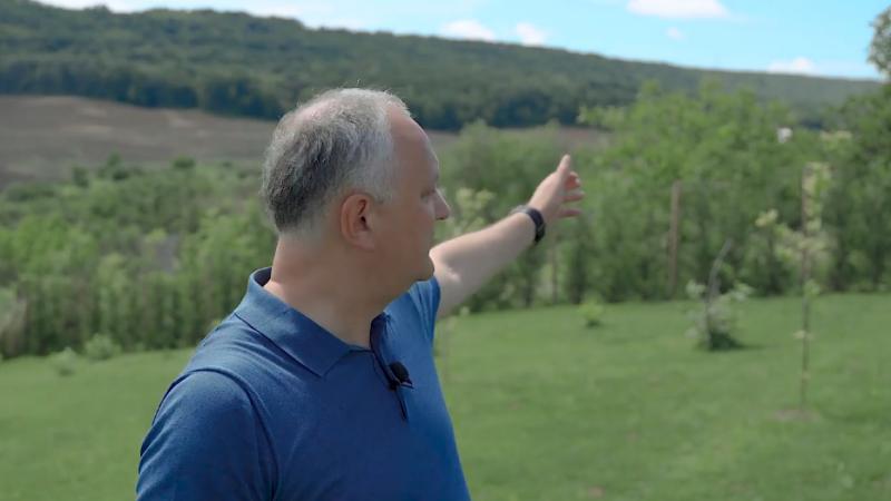 (stop cadru) Dodon, la Sadova: Peste deal este satul Pîrjolteni, de unde sunt doi foști prim-miniștri – Prinț împărat Sturza și tehnocratul Chicu