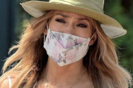 Jennifer Lopez, cu numele iubitului la gât