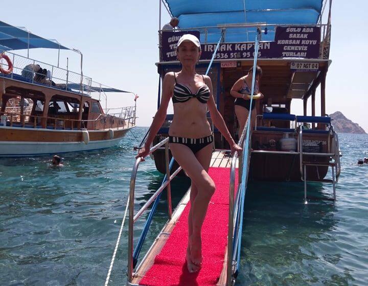 (FOTO) Cu o siluetă de invidiat, Corina Fusu în costum de baie, la ai săi 61 de ani