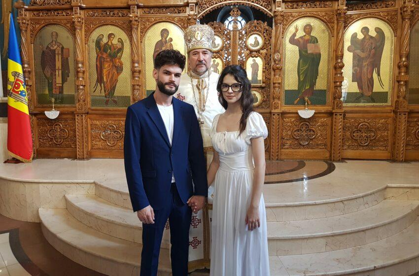 (FOTO) Cleopatra Stratan și Edward Sanda și-au spus DA în fața altarului. Ce ținute au ales