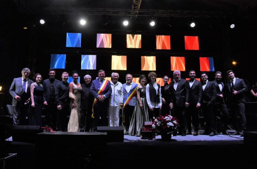 (VIDEO/FOTO) Marele compozitor Eugen Doga și Filarmonica Teleradio de la Chișinău au umplut Centru Civic al Vasluiului