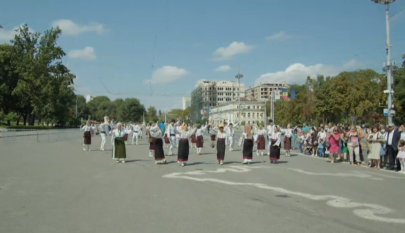 (VIDEO) Muzică și voie bună în PMAN. Artiștii autohtoni cântă de Ziua Independenței