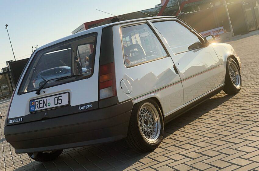 (FOTO) Un tânăr pasionat de mașini clasice.Vezi cum a restaurat Renault 5
