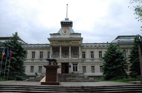 """(FOTO) Expoziția """"Monumentele Basarabiei Furate"""", vernisată la Muzeul Național de Istorie din Chișinău"""