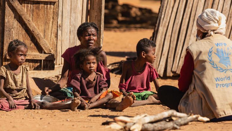 Schimbările climatice au cauzat foametea din Madagascar. Oamenii mănâncă lăcuste și frunze de cactus pentru a supraviețui