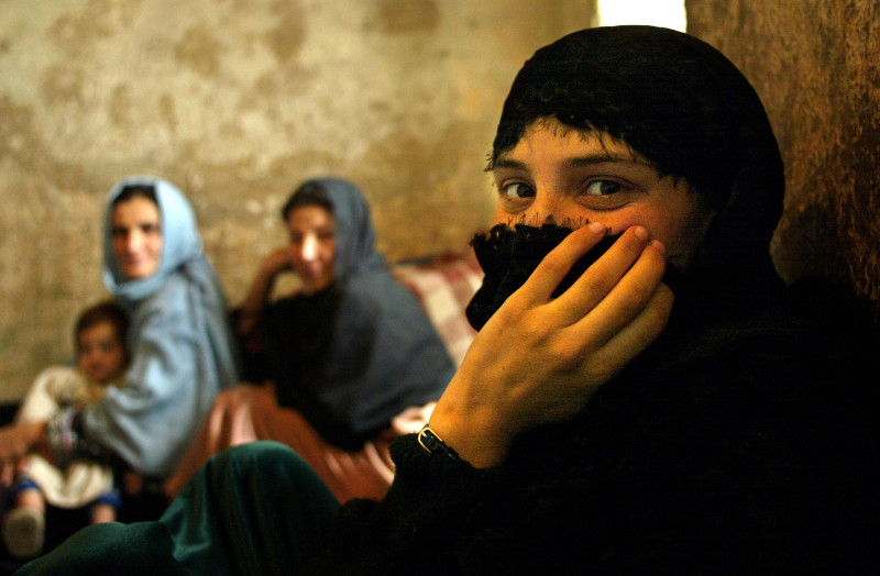 """Cum sunt anulate drepturile și libertățile femeilor din Afganistan. """"Simt că sunt pe cale să îmi pierd identitatea"""""""