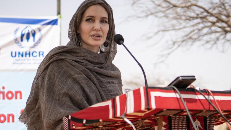 """Angelina Jolie și-a făcut cont pe Instagram pentru a apăra drepturile femeilor din Afganistan. """"Ca cetățean american, îmi este rușine"""""""