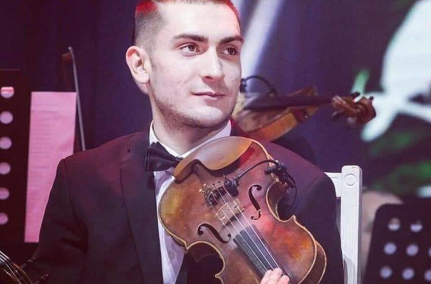 """FOTO Nepotul maestrului Botgros, la 22 de ani: """"Muzica este calea mea"""". Ce mesaj i-a transmis Adriana Ochișanu, de ziua lui"""